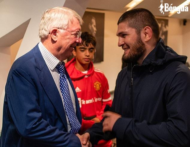 Cho Ronaldo ngồi dự bị, HLV Ole bị Sir Alex dạy đời