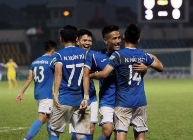 Lương đã về với các cầu thủ Quảng Ninh