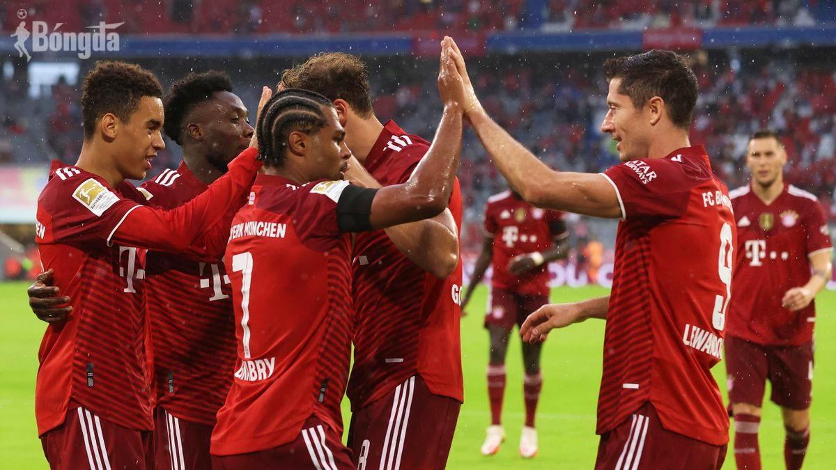 Thắng kịch tính trước Cologne, Lewandowski và Bayern Munich phá kỷ lục của Real Madrid