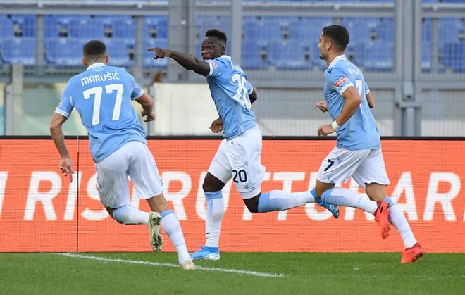 Lazio gỡ hòa vào những giây cuối trận khiến Juventus choáng váng