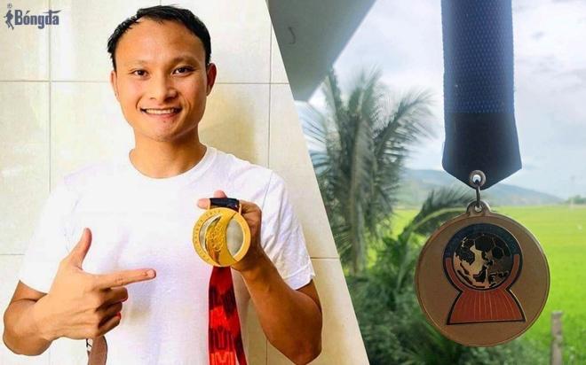 Cầu thủ Việt bán huy chương gây quỹ, lan tỏa yêu thương