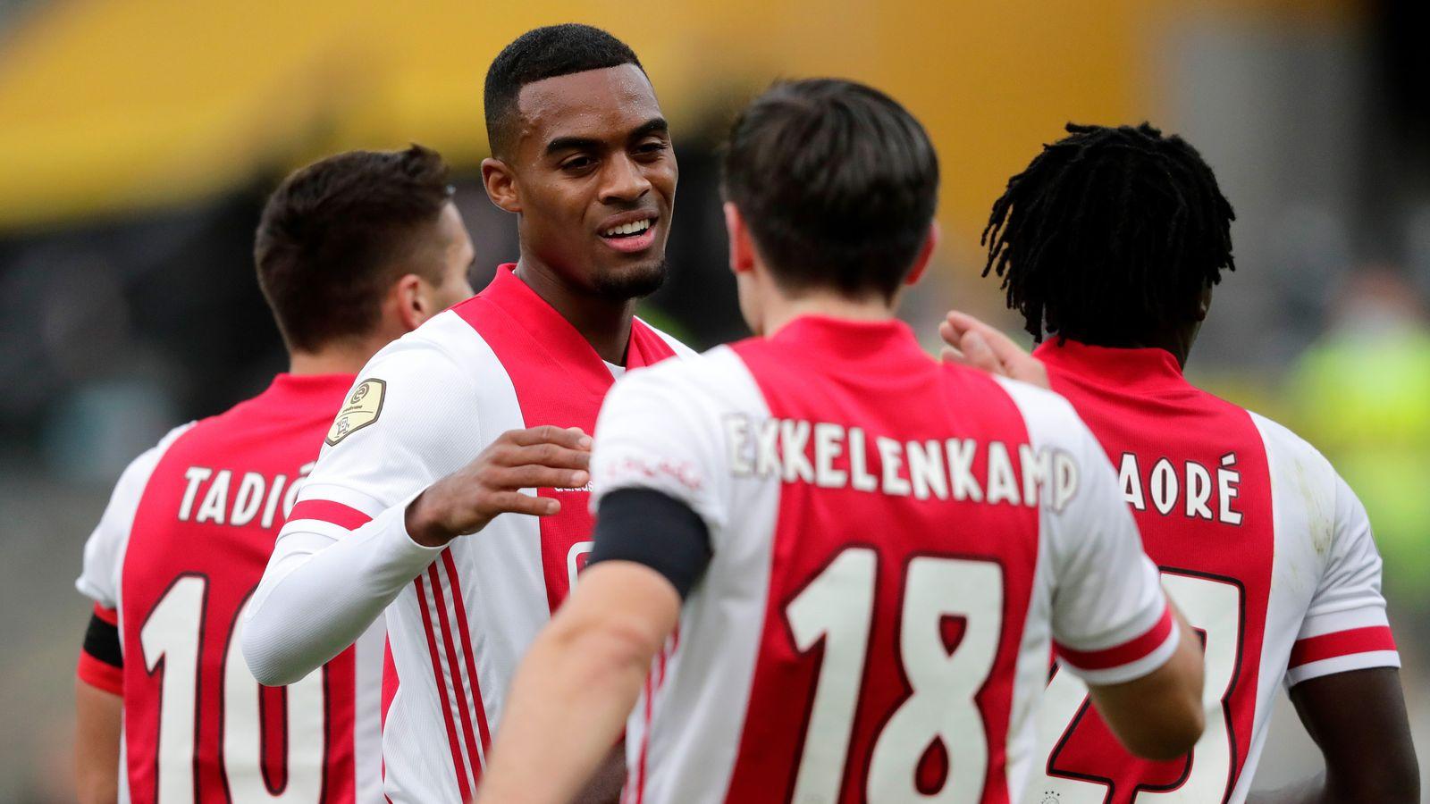 Ajax có đến 11 cầu thủ dương tính với Covid-19