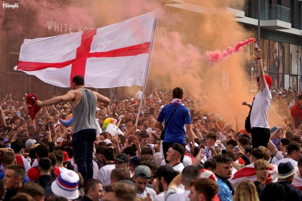 Sau hỗn loạn chung kết EURO 2020, Anh quyết định đóng cửa nói không với NHM