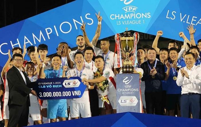 """Viettel """"lật đổ"""" Hà Nội FC lên ngôi vương V-League 2020"""