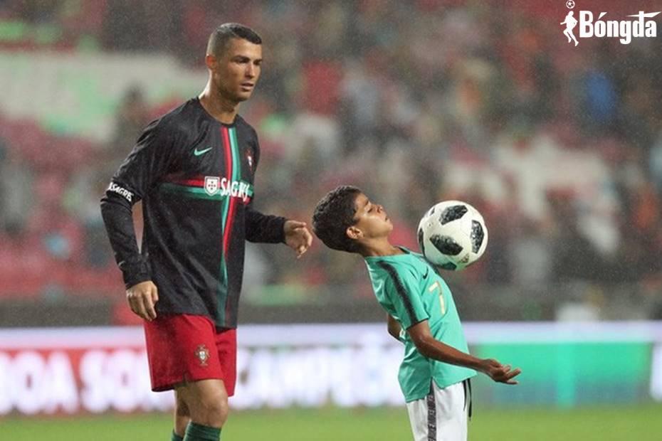 Ronaldo và cách dạy con: Nghiêm khắc nhưng chứa chan yêu thương